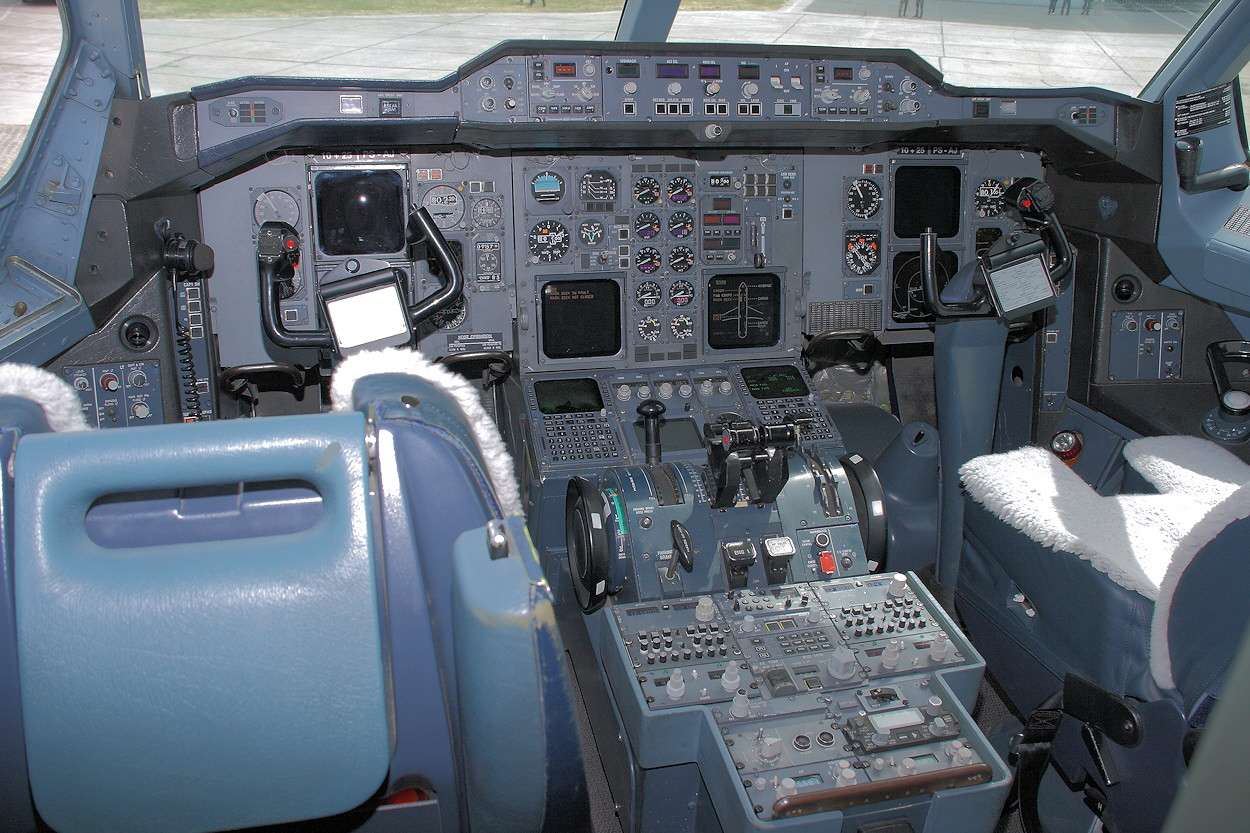 Airbus A310-304 - Cockpit