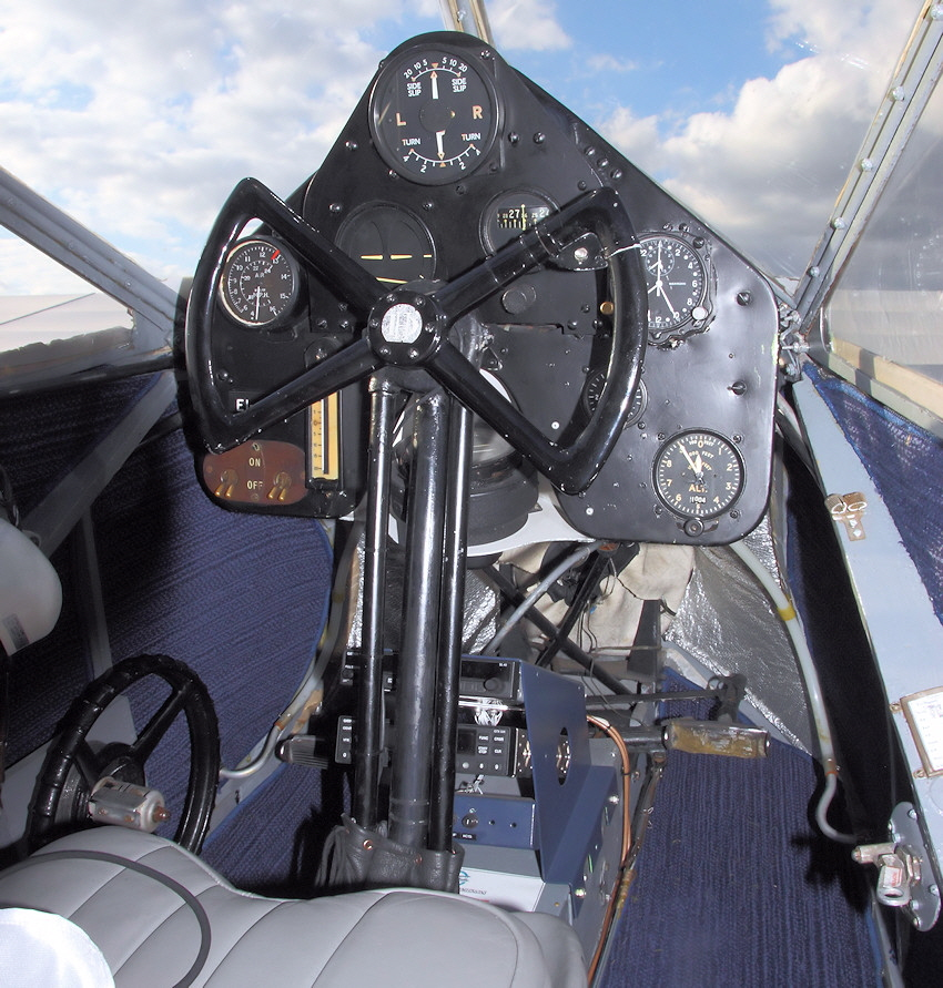 De Havilland DH 84 - Cockpit