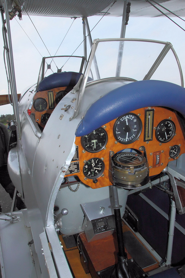 DH 82 Tiger Moth - Cockpit