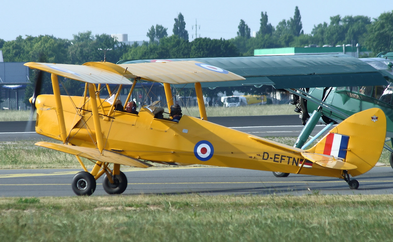 De Havilland DH 82 - Rollfeld