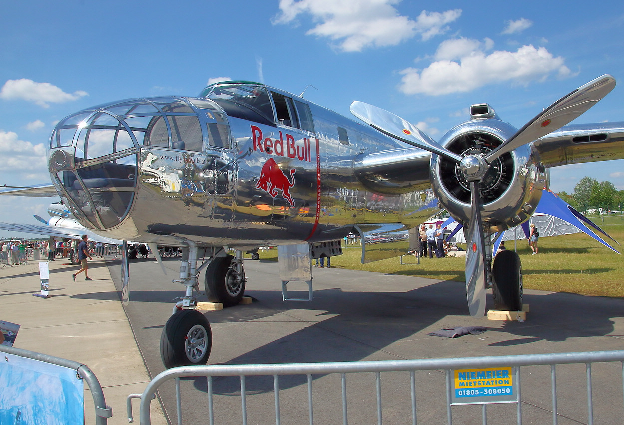 North American B-25 Mitchell - Red Bull